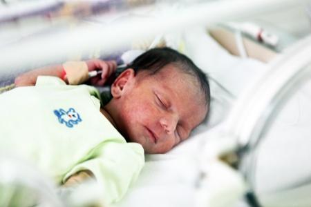neonatal: Newborn baby inside incubator