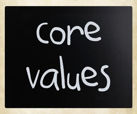 nucleo: Concepto de la ética - valores a mano con tiza blanca en una pizarra Foto de archivo