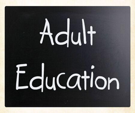 """""""Vzdělávání dospělých"""" ručně psané křídou na tabuli Reklamní fotografie - 13124592"""