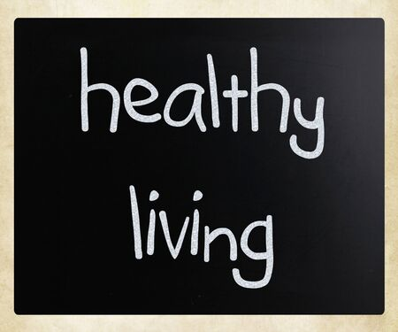 Healthy living, handwritten with white chalk on a blackboard.