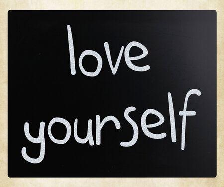 zelf doen: handgeschreven tekst met wit krijt op een schoolbord