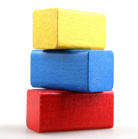 bloques: Bloques de madera de construcci�n aisladas sobre fondo blanco Foto de archivo