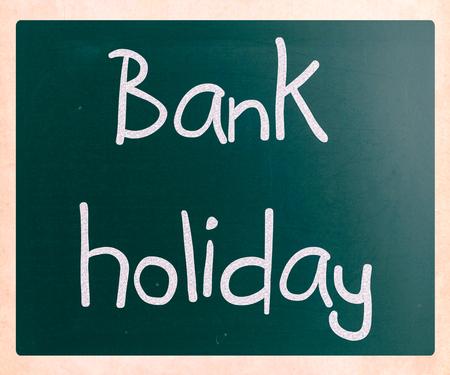 """""""银行假日""""手写用白色粉笔在黑板上"""