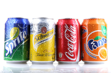 Aytos, Bulgarien - februari 01, 2014: Globale Marke mit Fruchtgeschmack kohlensäurehaltige Erfrischungsgetränke erstellt von The Coca-Cola Company.