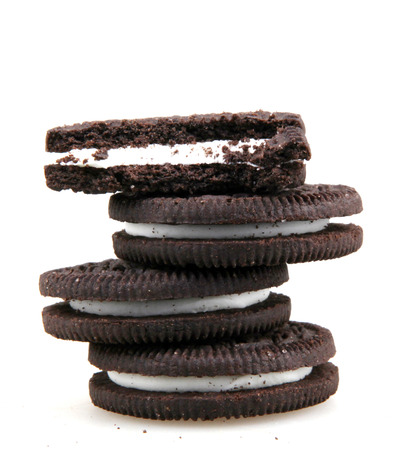 galleta de chocolate: sandwich cookies consisting of two chocolate disks with a sweet cream filling in between.