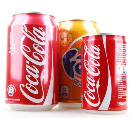 AYTOS, Bulgarien - 25. Januar 2014: Globale Marke für kohlensäurehaltige Erfrischungsgetränke mit Fruchtgeschmack, die von The Coca-Cola Company erstellt wurden.