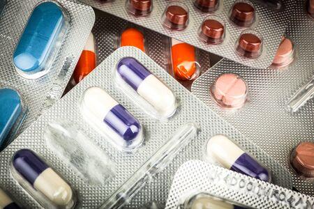 Vue de dessus d'une grande quantité de pilules