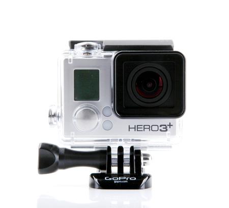 Aytos, Bulgaria - 15 marzo 2014: GoPro HERO3 Black Edition isolato su sfondo bianco. GoPro è un marchio di fotocamere personali ad alta definizione, spesso utilizzate nella fotografia di video di azioni estreme.