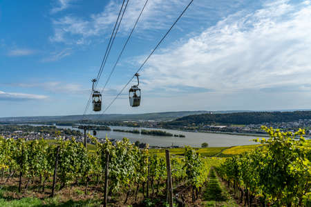 view on Cable car to Niederwald Monument rhine during fall in ruedesheim, middle rhine valley, germany Banque d'images