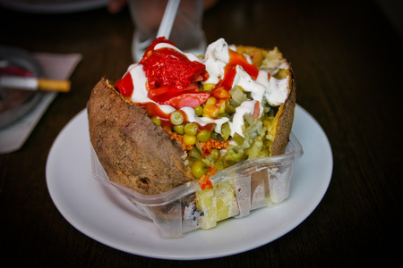 Kumpul, 전형적인 칠면조 야채와 소스와 박제 스톡 콘텐츠