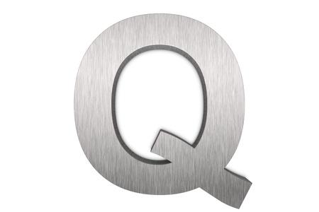 q: Lettera di metallo spazzolato q su sfondo bianco