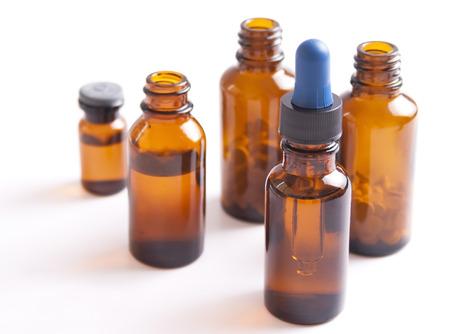 Medizin Flaschen auf weißem Hintergrund Standard-Bild - 24259635