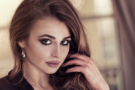 Beautiful elegant woman with long hair and glamour makeup. Imagens