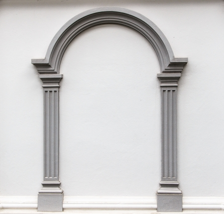 Arch molding decorates on the plain concrete wall