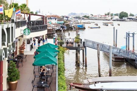 chao phraya: BANGKOK - JUNE 27: Exterior view of a Starbucks store on Chao Phraya riverside near the Royal Grand Palace, on June 27, 2016 in Bangkok, Thailand. Editorial