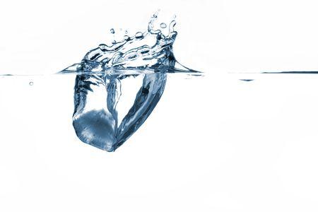 quenching: Ice cube splashing in water