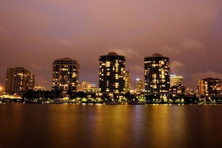 Modernos edificios río frente a la noche  Foto de archivo - 961589