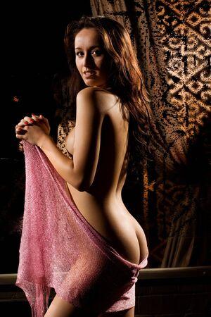 Salas desnuda morena de belleza  Foto de archivo