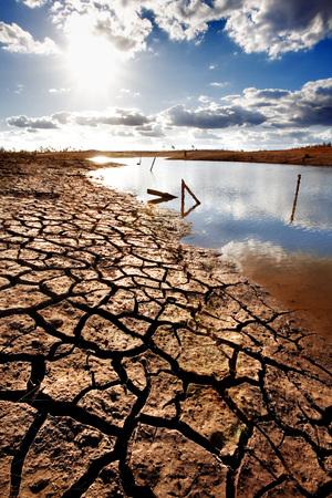 sequ�a: Lago cama secando debido a la sequ�a  Foto de archivo