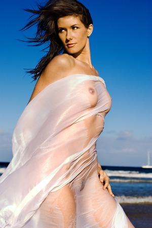 Mujer hermosa desnuda en la playa Foto de archivo - 1600379