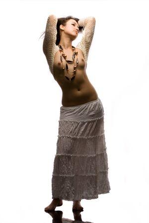 Topless modelo de moda en estudio