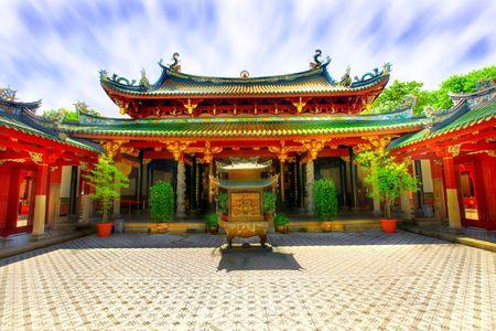 Patio interior de templo budista chino - colores vivos