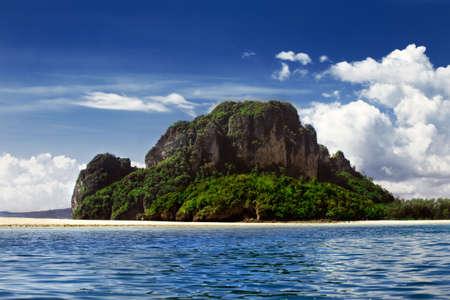 south east asian: Tropical del Sur de Asia oriental Island, brillante cielo azul