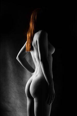 desnudo artistico: Selectiva de desnudos art�sticos de color rojo de modelo