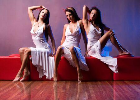 pessoas: Multiple exposure of same fashion model three times LANG_EVOIMAGES