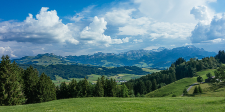 Wanderausflug in Gais, eine Stadt in den Schweizer Alpen Standard-Bild - 83988074