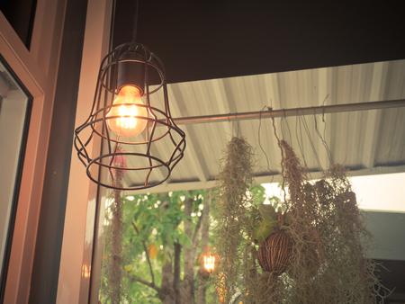 Moderne Lampen 13 : Edisons glühbirne und lampe im modernen stil. warmton glühbirne