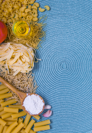 pennie: mixed pasta, dried pasta, pasta selection, pasta top view, Raw pasta, various pasta, blue background with copy space