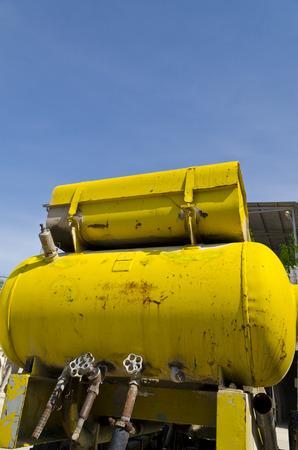 compresor: Viejo y equipo Compresor m�vil ruso oxidado Foto de archivo