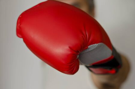 pelea: Boxing glove headed into the front of you