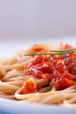 spring onions: Spaghetti with tomato sauce and spring onions on white ceramic plate