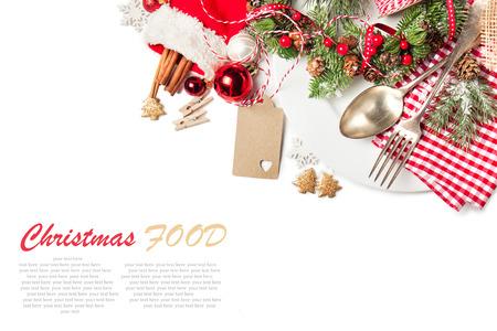 Vánoční koncept potravin - talíř s vidličkou a lžící s vánoční dekorace, pohled shora, izolované s ukázkovým textem