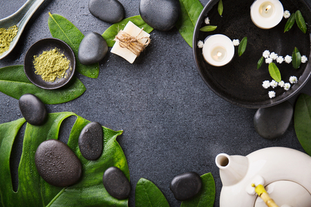 Spa Wellness Relax concept. Spa background with spa accessories on dark background. View from above with copy space.  스톡 콘텐츠