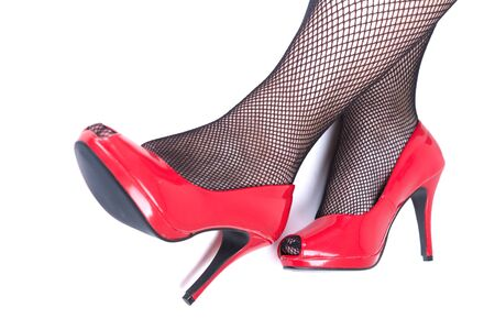 tacones rojos: Beautiful female legs with red heels isolated on white background