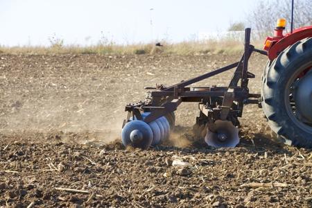 tracteur dans le champ Banque d'images