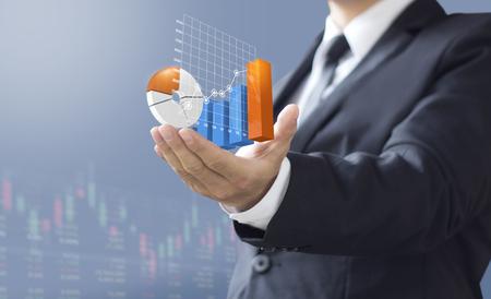 zakenman tonen toename marktaandeel, groei van winstinvesteringen