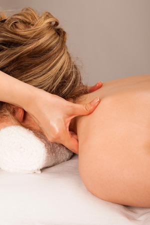 massaggio collo: Massaggio del collo
