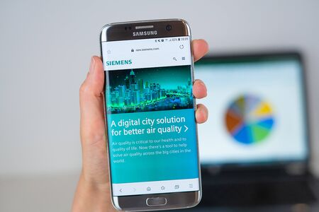 Barcelona / Spain 06 10 2019: Siemens web site on mobile phone screen. Mobile version of Siemens company web page on smartphone. Official web page of Siemens. 報道画像