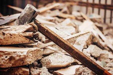 Staalhammer voor vernietigen van bouw in bouwgebied Stockfoto