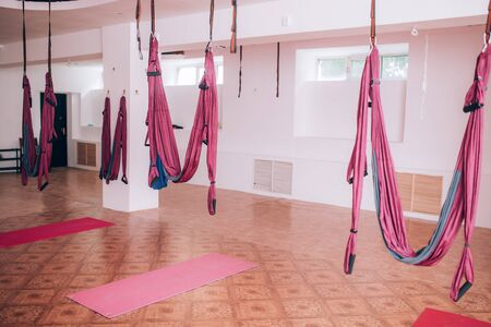 Hammock fixed to the ceiling, fly yoga equipment, yoga gym, health care. Banque d'images - 150369005