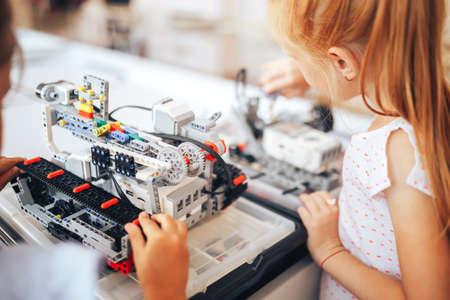 Two schoolgirls study in a robotics class, assemble a robot constructor Banque d'images