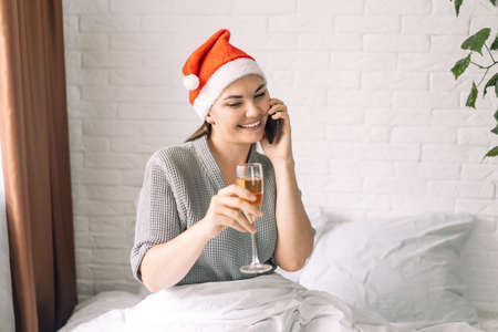 Girl talking on the phone and holding glass of champagne. Banque d'images