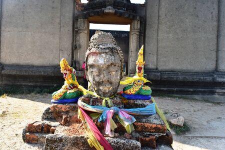 cabeza de buda: Cabeza de Buda de edad