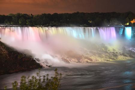 Niagara Falls in de avond