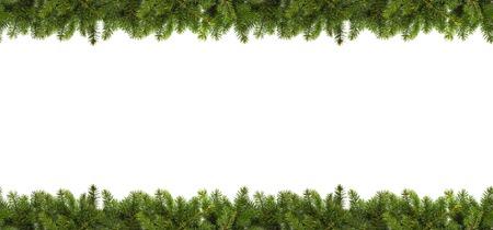 Choinki rozgałęziają się na białym tle jako szablon dla kartki bożonarodzeniowa lub granica