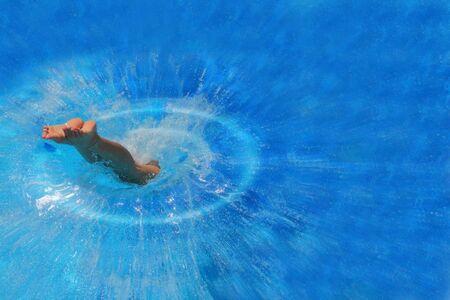 cuerpo femenino: Bonita rubia mujer que goza de una piscina en Grecia